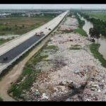 Pemkab Bekasi Ancam Pidana Pembuang Sampah di Kali CBL