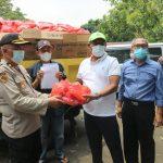 Direksi PDAM Tirta Bhagasasi Bekasi Serahkan Bantuan untuk Korban Banjir Pebayuran