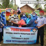 DWP dan Karyawan PDAM Tirta Bhagasasi Distribusikan Bantuan Bagi Korban Banjir